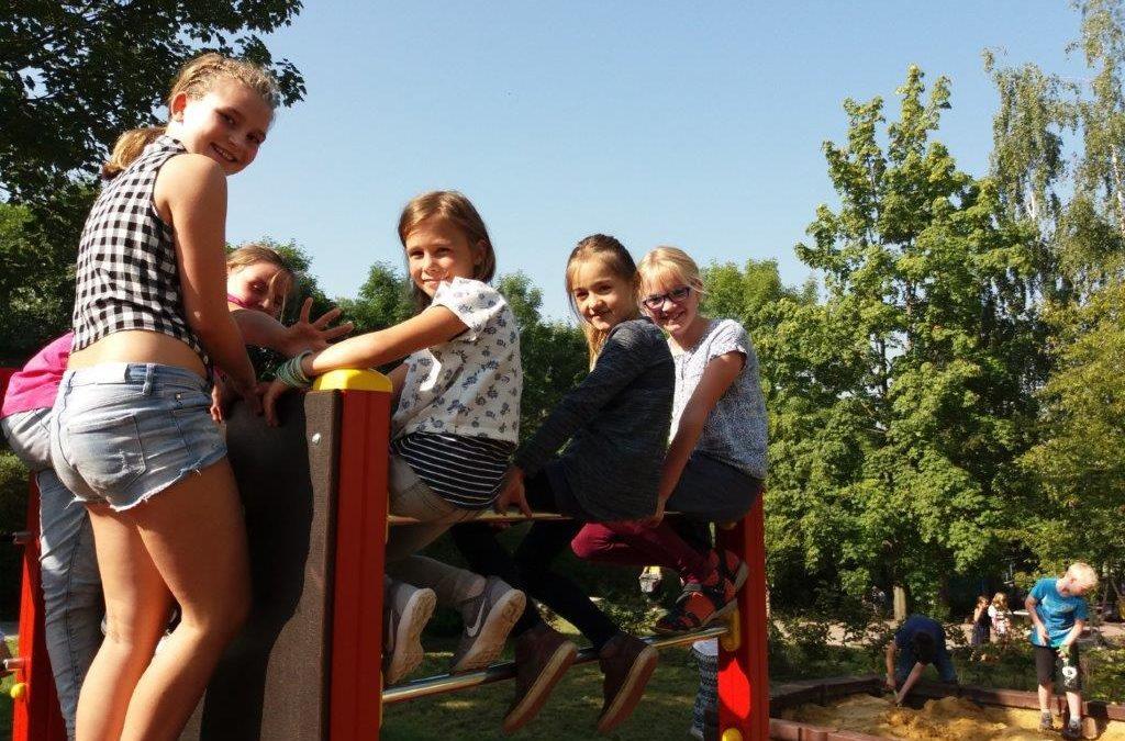 Einweihung des Klettergerüstes auf dem Schulhof
